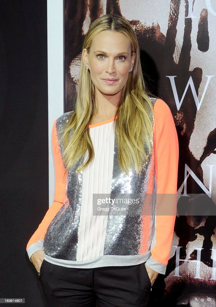 Actress <a gi-track='captionPersonalityLinkClicked' href=/galleries/search?phrase=Molly+Sims&family=editorial&specificpeople=202547 ng-click='$event.stopPropagation()'>Molly Sims</a> arrives at the Los Angeles premiere of 'Carrie' at ArcLight Hollywood on October 7, 2013 in Hollywood, California.