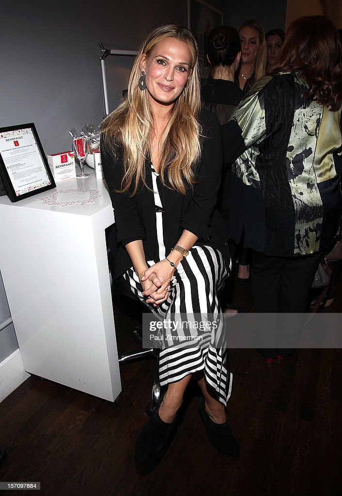Actress Molly Sims attends a holiday party prep event, offering tips on her favorite beauty must-haves this holiday season at BLOW on November 28, 2012 in New York City.