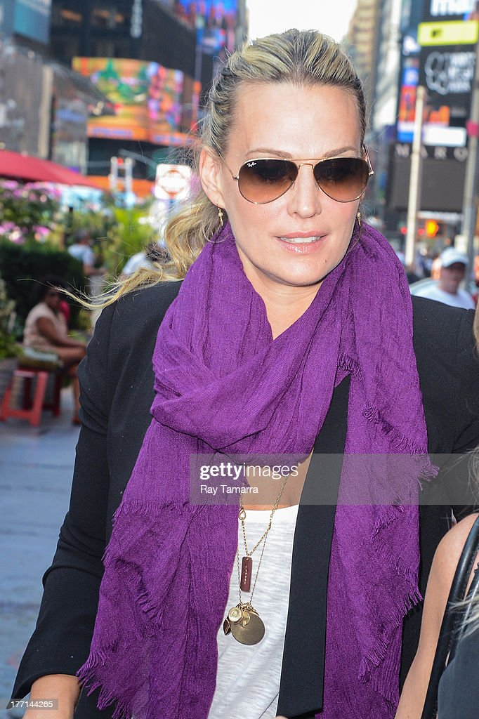 Actress <a gi-track='captionPersonalityLinkClicked' href=/galleries/search?phrase=Molly+Sims&family=editorial&specificpeople=202547 ng-click='$event.stopPropagation()'>Molly Sims</a> walks in Times Square on August 21, 2013 in New York City.