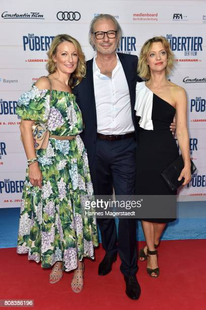 Actress Monika Gruber Leander Haussmann and Heike Makatsch during the ''Das Pubertier'' premiere at Mathaeser Filmpalast on July 4 2017 in Munich...