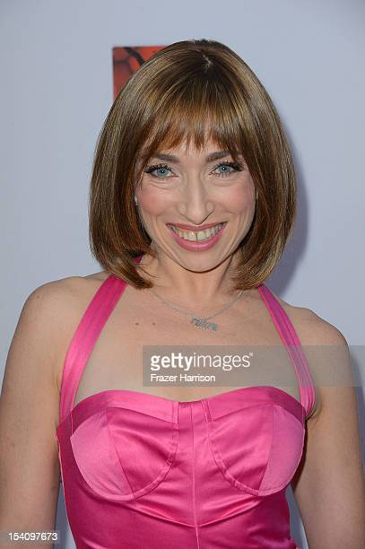 Actress Naomi Grossman arrives at the Premiere Screening of FX's 'American Horror Story Asylum' at the Paramount Theatre on October 13 2012 in...
