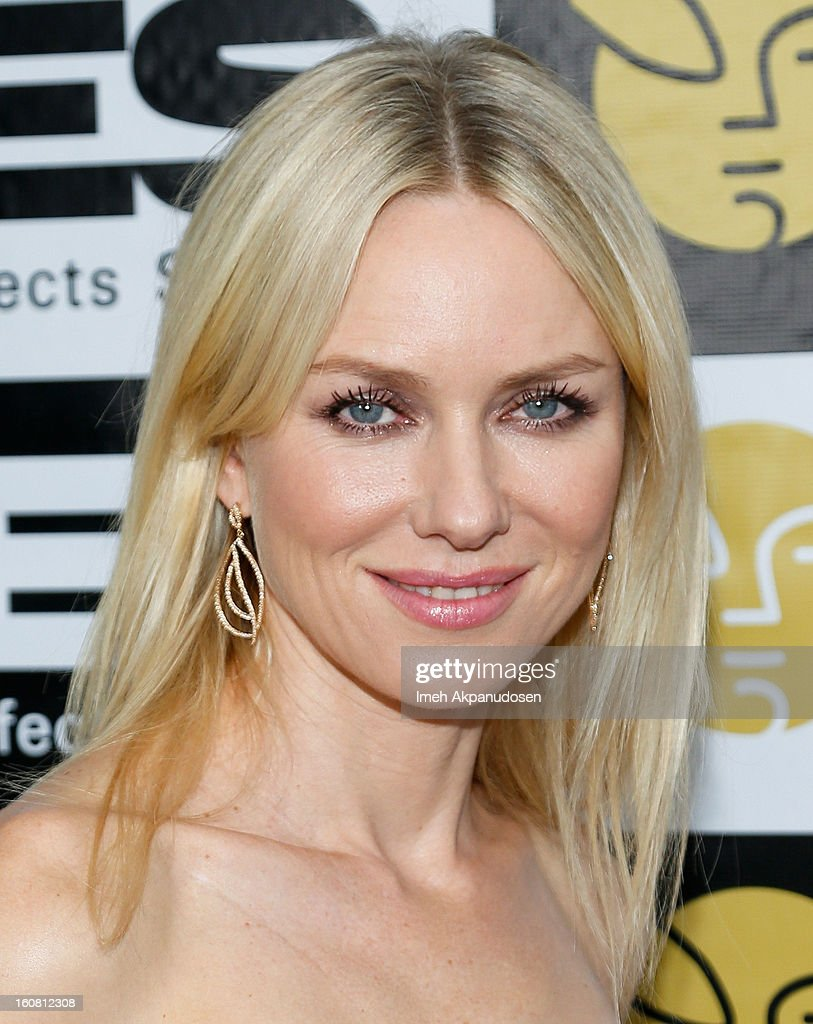 Actress <a gi-track='captionPersonalityLinkClicked' href=/galleries/search?phrase=Naomi+Watts&family=editorial&specificpeople=171723 ng-click='$event.stopPropagation()'>Naomi Watts</a> poses backstage at the 11th Annual Visual Effects Society Awards at The Beverly Hilton Hotel on February 5, 2013 in Beverly Hills, California.