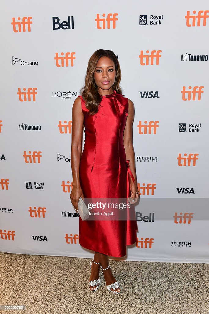 actress-naomie-harris-attends-the-premiere-of-moonlight-during-the-picture-id602256786