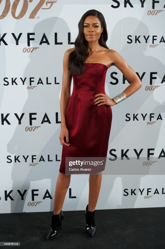 Actress <a gi-track='captionPersonalityLinkClicked' href=/galleries/search?phrase=Naomie+Harris&family=editorial&specificpeople=238918 ng-click='$event.stopPropagation()'>Naomie Harris</a> attends the 'Skyfall' photocall at the Villamagna Hotel on October 29, 2012 in Madrid, Spain.