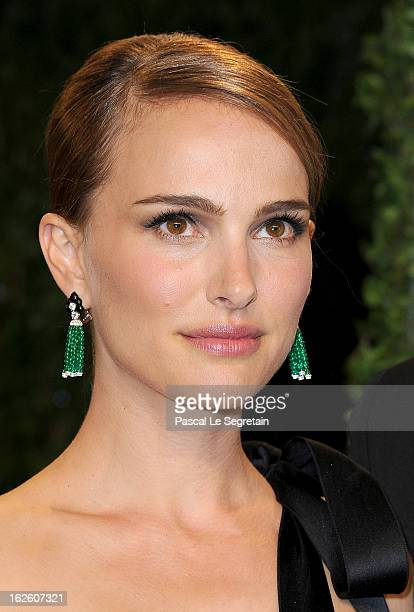Actress Natalie Portman arrives at the 2013 Vanity Fair Oscar Party hosted by Graydon Carter at Sunset Tower on February 24 2013 in West Hollywood...