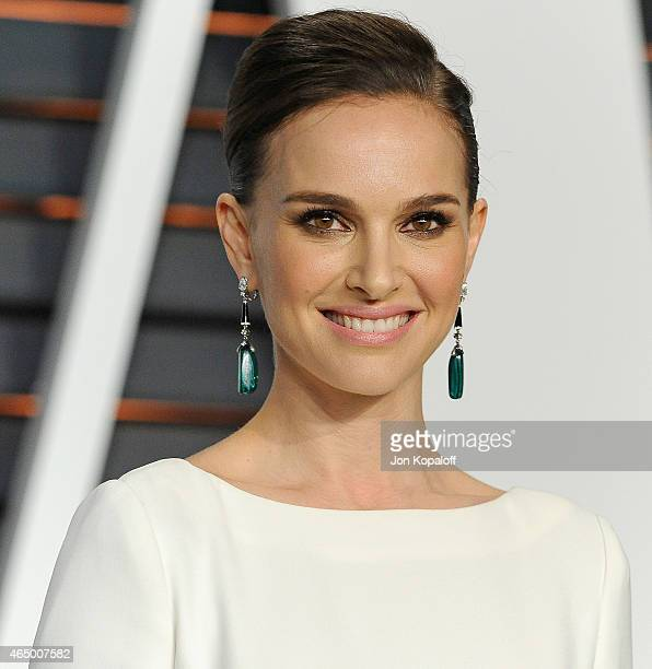 Actress Natalie Portman arrives at the 2015 Vanity Fair Oscar Party Hosted By Graydon Carter at Wallis Annenberg Center for the Performing Arts on...