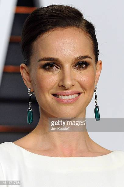 Actress Natalie Portman attends the 2015 Vanity Fair Oscar Party hosted by Graydon Carter at Wallis Annenberg Center for the Performing Arts on...