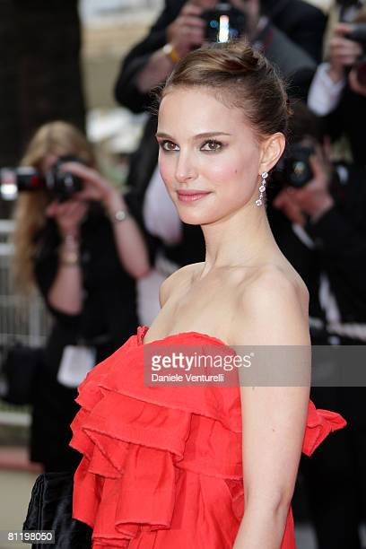 Actress Natalie Portman attends the 'Che' premiere at the Palais des Festivals during the 61st International Cannes Film Festival on May 21 2008 in...