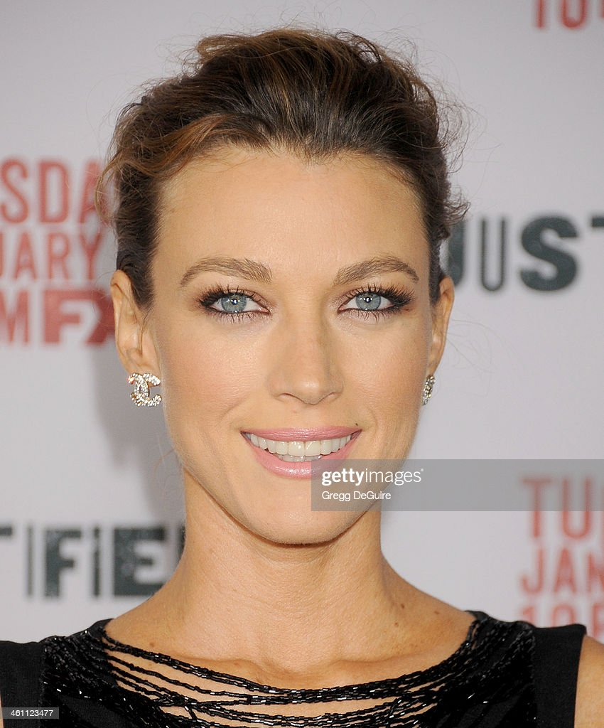 Actress <a gi-track='captionPersonalityLinkClicked' href=/galleries/search?phrase=Natalie+Zea&family=editorial&specificpeople=242853 ng-click='$event.stopPropagation()'>Natalie Zea</a> arrives at the Los Angeles premiere of FX 'Justified' at DGA Theater on January 6, 2014 in Los Angeles, California.