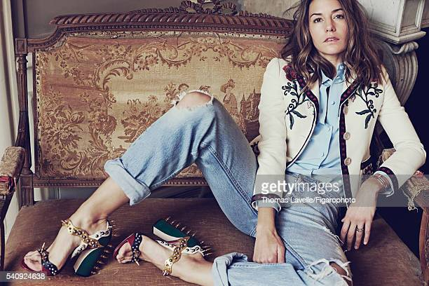 Actress Natasha Andrews is photographed for Madame Figaro on March 14 2016 in Paris France Le chic tranquille Elégance désinvolte Jacket and shirt...