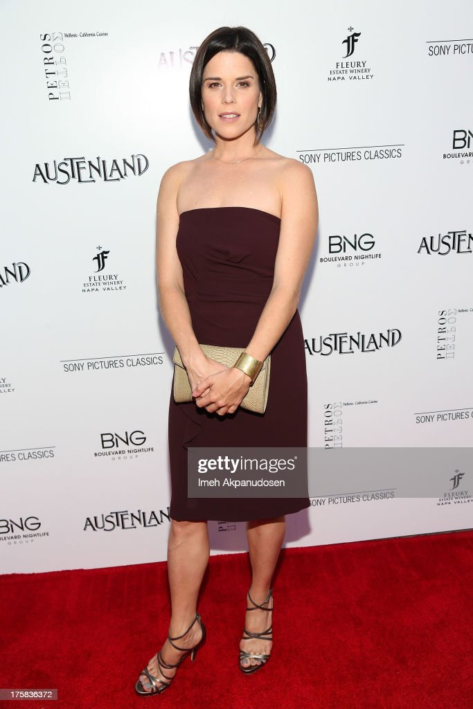 Actress <a gi-track='captionPersonalityLinkClicked' href=/galleries/search?phrase=Neve+Campbell&family=editorial&specificpeople=202239 ng-click='$event.stopPropagation()'>Neve Campbell</a> attends the premiere of Sony Pictures Classics' 'Austenland' at ArcLight Hollywood on August 8, 2013 in Hollywood, California.