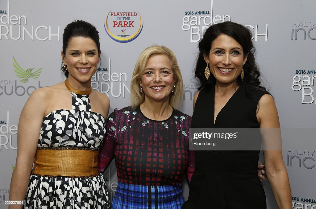 Actress Neve Campbell, from left, Democratic strategist Hilary Rosen, and actress Lisa Edelstein attend the 23rd Annual White House Correspondents' Garden Brunch in Washington, D.C., U.S., on Saturday, April 30, 2016. The event will raise awareness for Halcyon Incubator, an organization that supports early stage social entrepreneurs 'seeking to change the world' through an immersive 18-month fellowship program. Photographer: Andrew Harrer/Bloomberg via Getty Images