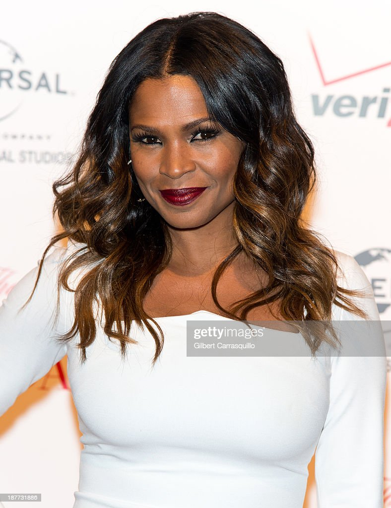 Actress Nia Long attends 'The Best Man Holiday' screening at Chelsea Bow Tie Cinemas on November 11, 2013 in New York City.