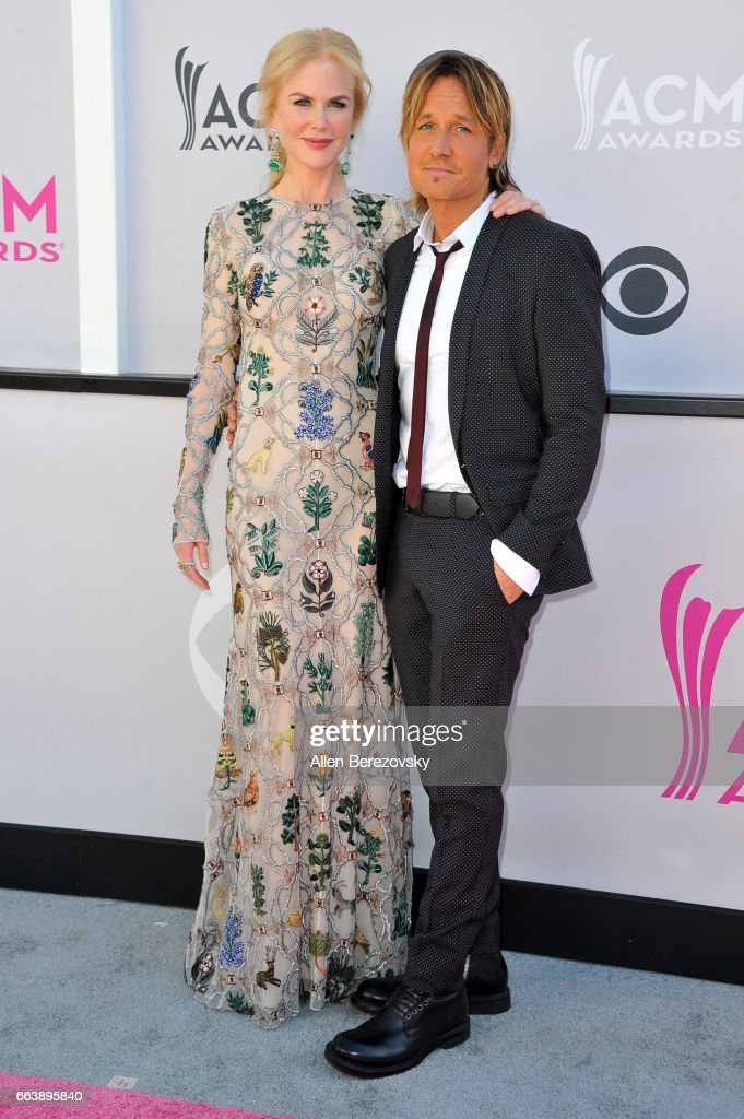Actress Nicole Kidman (L) and recording artist Keith Urban arrive at the 52nd Academy Of Country Music Awards on April 2, 2017 in Las Vegas, Nevada.