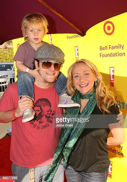 Actress Nicole Sullivan and her familly attend the PS ARTS ''Express Yourself 2009'' at Barker Hangar on November 15 2009 in Santa Monica California