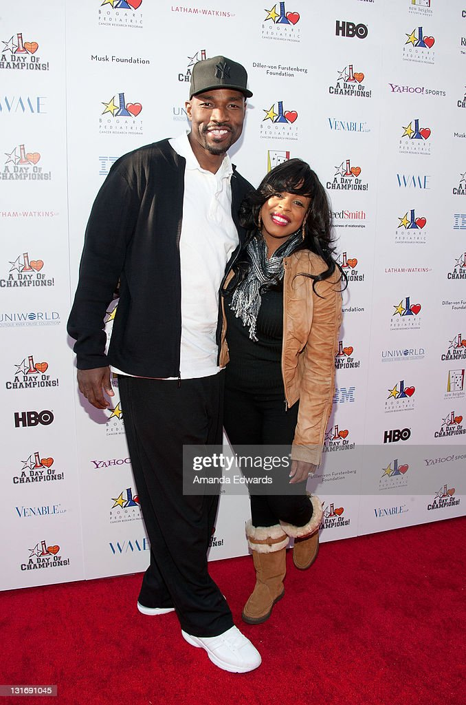Actress <a gi-track='captionPersonalityLinkClicked' href=/galleries/search?phrase=Niecy+Nash&family=editorial&specificpeople=228464 ng-click='$event.stopPropagation()'>Niecy Nash</a> (R) and her husband Jay Tucker arrive the Yahoo! Sports Presents A Day Of Champions event at the Sports Museum of Los Angeles on November 6, 2011 in Los Angeles, California.