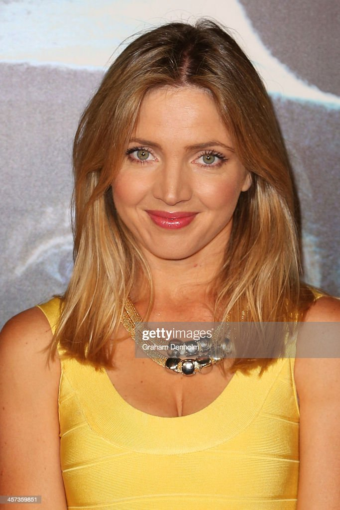 Actress <a gi-track='captionPersonalityLinkClicked' href=/galleries/search?phrase=Nikki+Osborne&family=editorial&specificpeople=5402187 ng-click='$event.stopPropagation()'>Nikki Osborne</a> arrives at the premiere of 'The Hobbit: Demolition Of Smaug' at Village Cinemas Rivoli on December 17, 2013 in Melbourne, Australia.