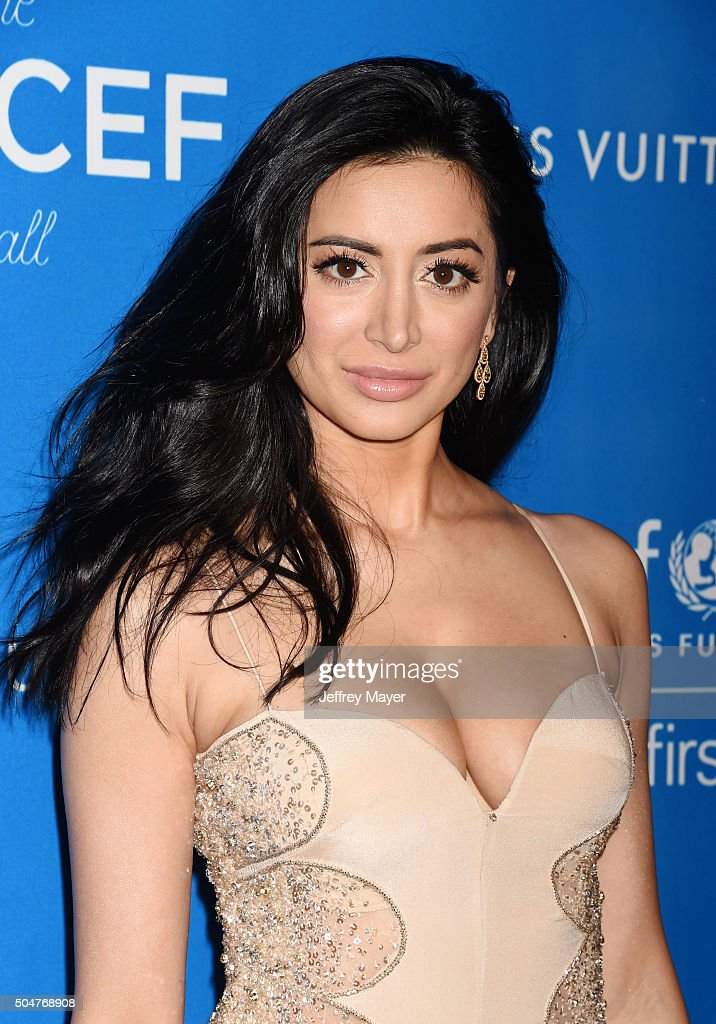 Actress Noureen DeWulf arrives at the 6th Biennial UNICEF Ball at the Beverly Wilshire Four Seasons Hotel on January 12, 2016 in Beverly Hills, California.