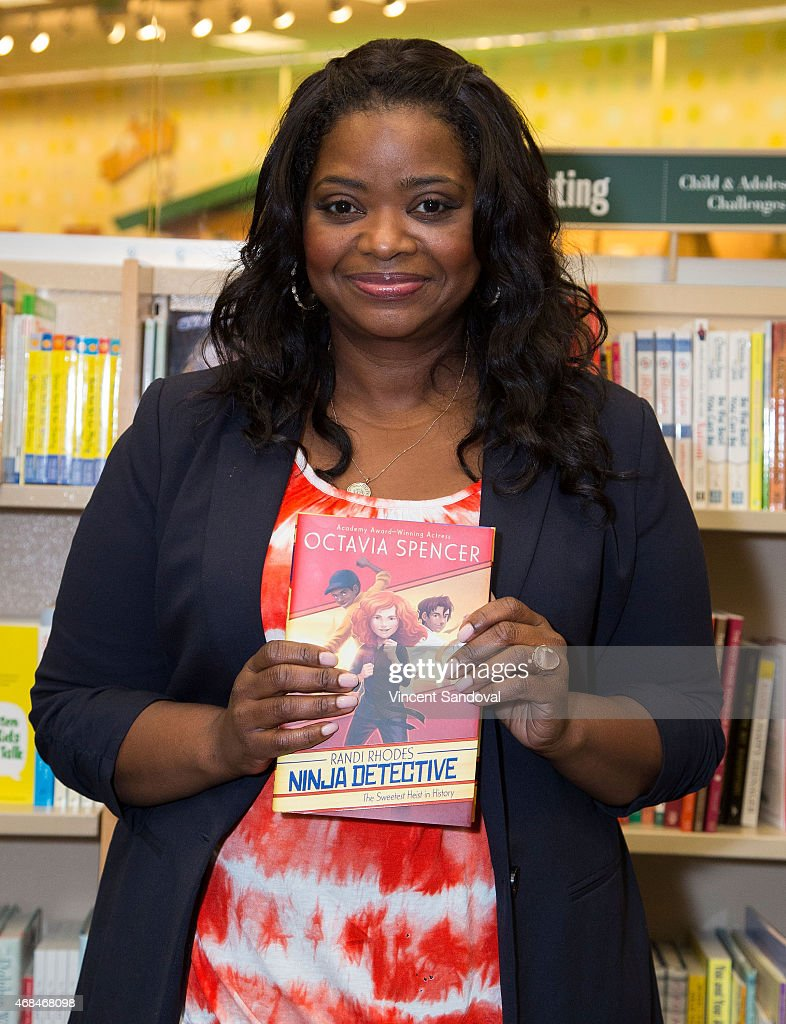 "Octavia Spencer Signs And Discusses Her New Book ""The Sweetest Heist In History"""