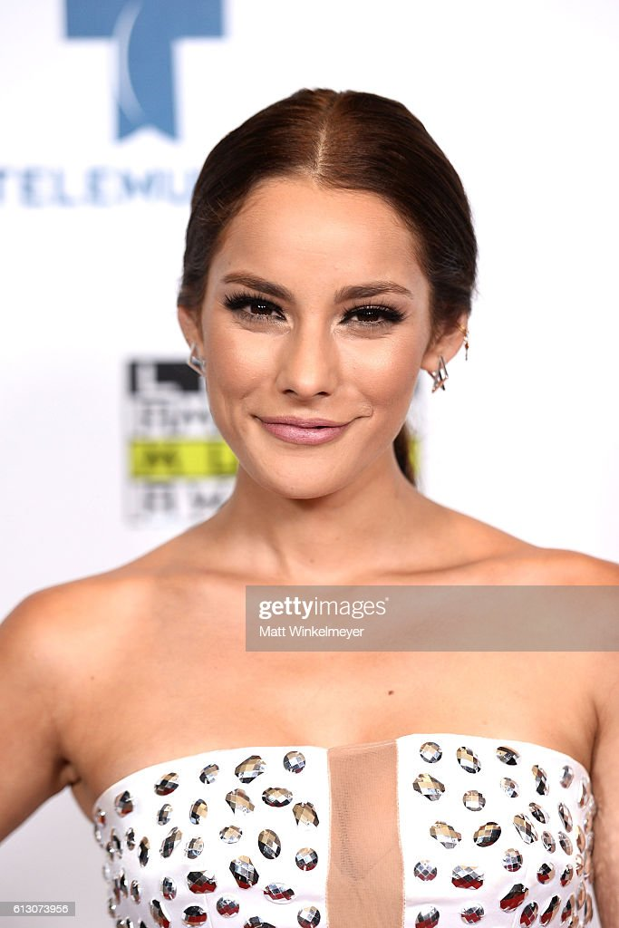 http://media.gettyimages.com/photos/actress-oka-giner-attends-the-2016-latin-american-music-awards-at-picture-id613073956