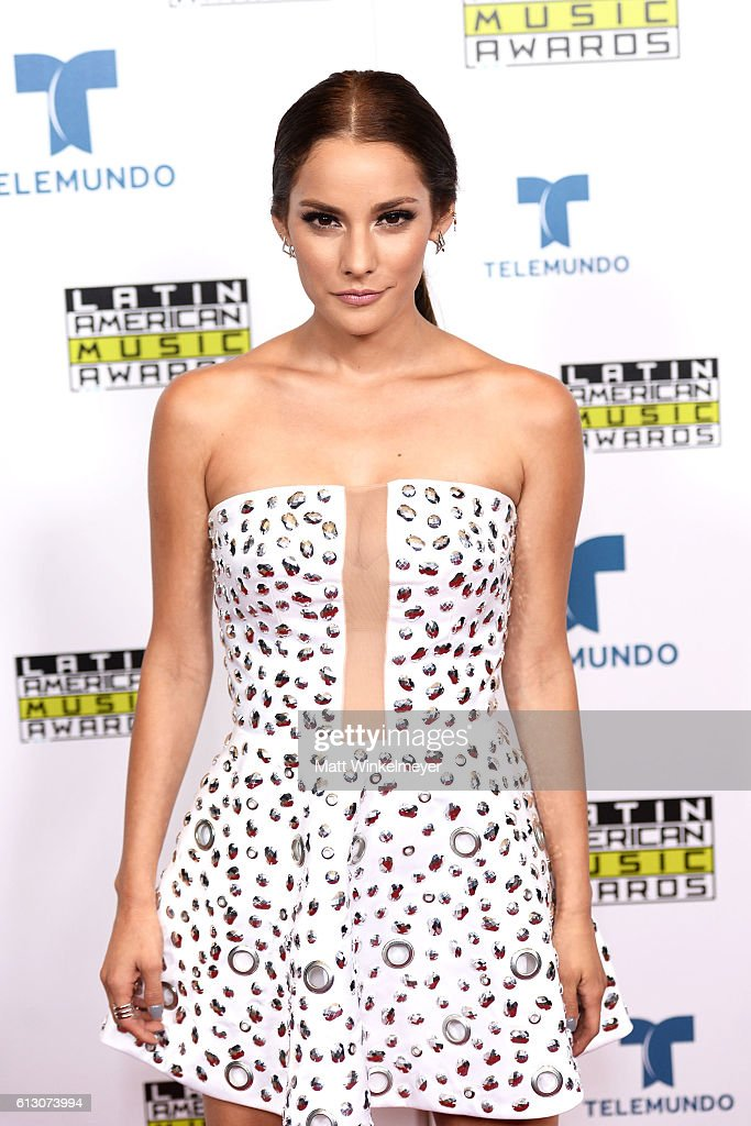 http://media.gettyimages.com/photos/actress-oka-giner-attends-the-2016-latin-american-music-awards-at-picture-id613073994