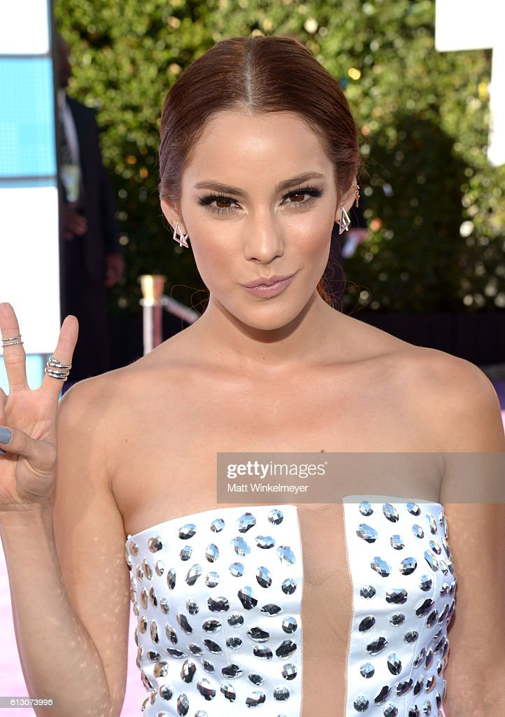 http://media.gettyimages.com/photos/actress-oka-giner-attends-the-2016-latin-american-music-awards-at-picture-id613073996