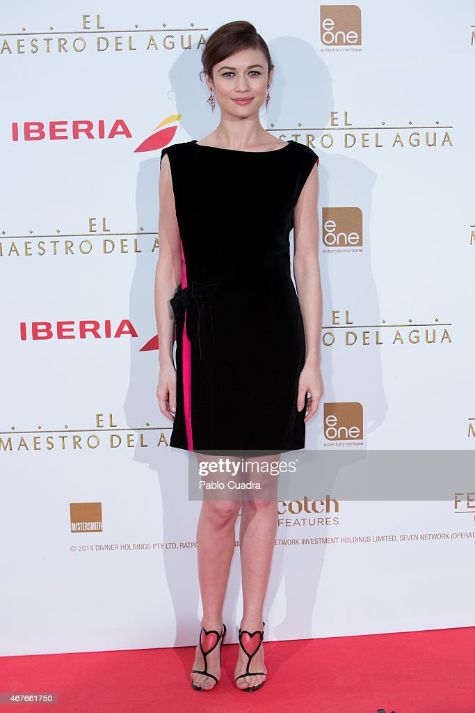 Actress <a gi-track='captionPersonalityLinkClicked' href=/galleries/search?phrase=Olga+Kurylenko&family=editorial&specificpeople=630281 ng-click='$event.stopPropagation()'>Olga Kurylenko</a> attends the 'El Maestro del Agua' premiere at the Callao cinema on March 26, 2015 in Madrid, Spain.