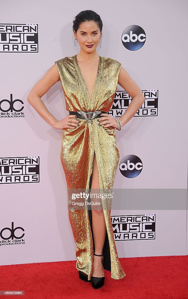 Actress Olivia Munn arrives at the 2014 American Music Awards at Nokia Theatre L.A. Live on November 23, 2014 in Los Angeles, California.