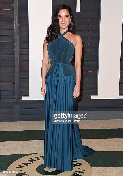 Actress Olivia Munn arrives at the 2015 Vanity Fair Oscar Party Hosted By Graydon Carter at Wallis Annenberg Center for the Performing Arts on...