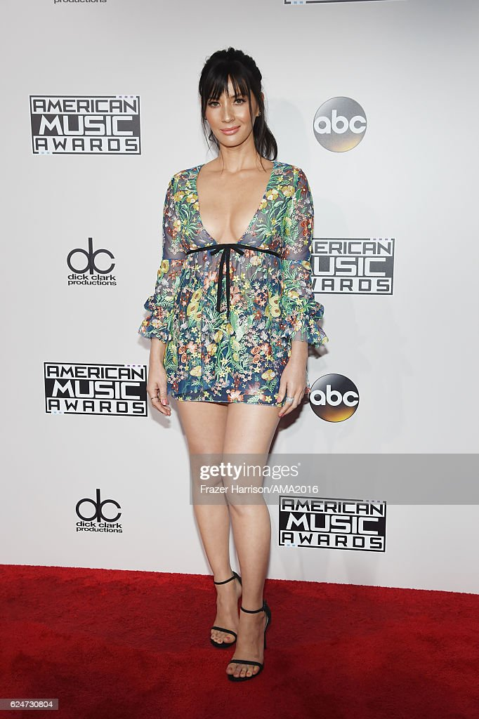 Actress Olivia Munn attends the 2016 American Music Awards at Microsoft Theater on November 20, 2016 in Los Angeles, California.