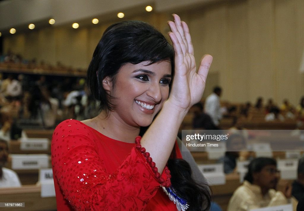 Actress Parineeti Chopra, who won a special mention for her performance in Ishaqzaade, gestures at 60th National Film Awards on May 03, 2013 in New Delhi , India. Paan Singh Tomar' got best film award and its lead actor Irrfan Khan adjudged as the best actor.