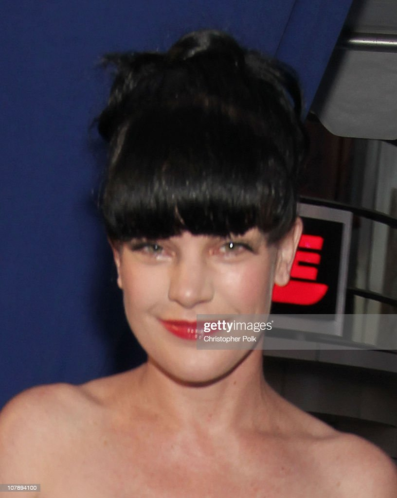 Actress Pauley Perrette arrives at the 2011 People's Choice Awards at Nokia Theatre L.A. Live on January 5, 2011 in Los Angeles, California.