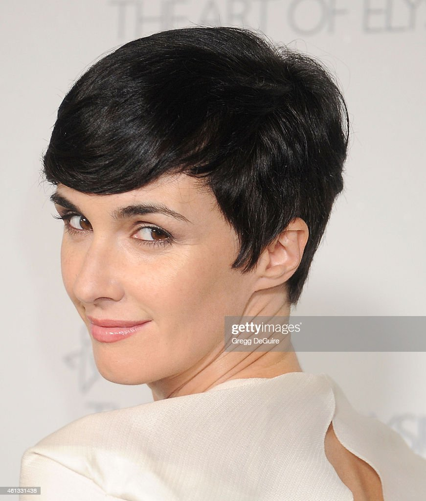 Actress <a gi-track='captionPersonalityLinkClicked' href=/galleries/search?phrase=Paz+Vega&family=editorial&specificpeople=208840 ng-click='$event.stopPropagation()'>Paz Vega</a> arrives at The Art Of Elysium's 8th Annual Heaven Gala at Hangar 8 on January 10, 2015 in Santa Monica, California.