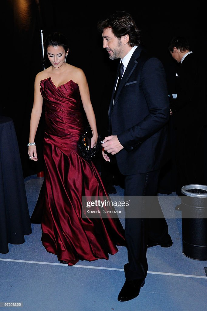 Actress Penelope Cruz and actor Javier Bardem arrive backstage at the 82nd Annual Academy Awards held at Kodak Theatre on March 7, 2010 in Hollywood, California.