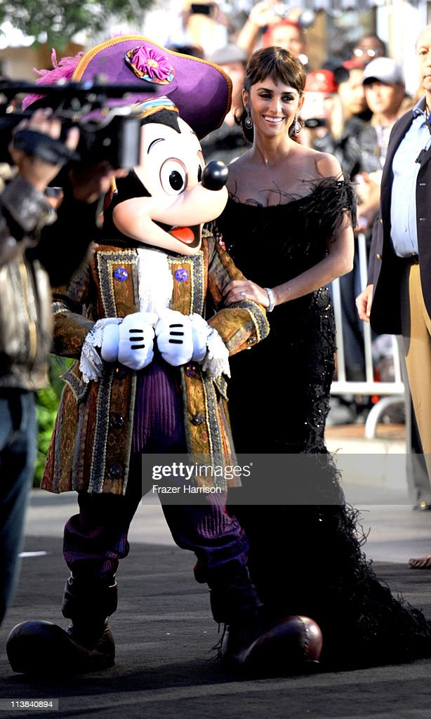 Actress <a gi-track='captionPersonalityLinkClicked' href=/galleries/search?phrase=Penelope+Cruz&family=editorial&specificpeople=171775 ng-click='$event.stopPropagation()'>Penelope Cruz</a> arrives at premiere of Walt Disney Pictures' 'Pirates of the Caribbean: On Stranger Tides' held at Disneyland on May 7, 2011 in Anaheim, California. Proceeds from the world premiere of Walt Disney Pictures' 'Pirates Of The Caribbean: On Stranger Tides' will benefit the Boys & Girls Clubs of America.