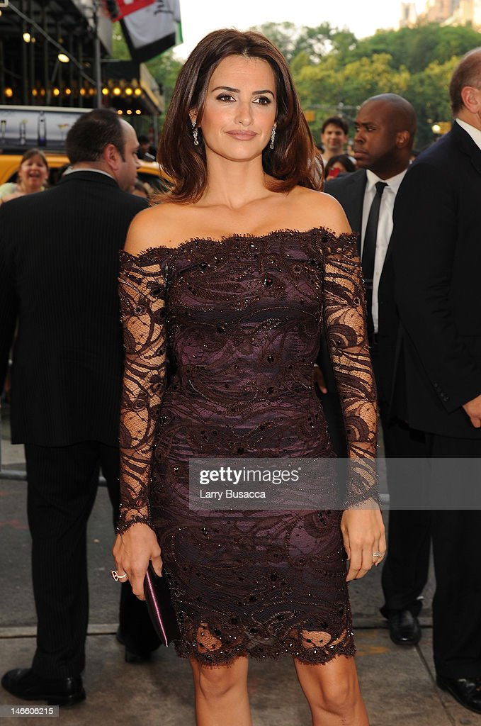 Actress Penelope Cruz arrives at the Cinema Society with The Hollywood Reporter & Piaget and Disaronno special screening of 'To Rome With Love' at Casa Lever on June 20, 2012 in New York City.