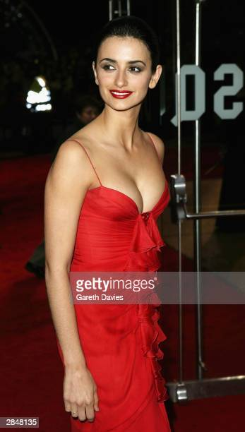 Actress Penelope Cruz arrives for the UK Premiere of 'The Last Samurai' at the Odeon Leicester Square on January 6 2004 in London