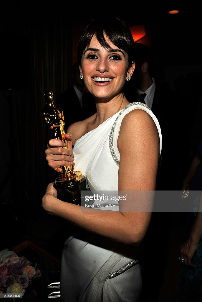 Actress Penelope Cruz attends the 2009 Vanity Fair Oscar party hosted by Graydon Carter at the Sunset Tower Hotel on February 22, 2009 in West Hollywood, California.