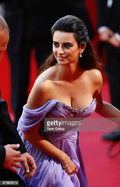 Actress Penelope Cruz attends the Broken Embraces Premiere held at the Palais Des Festivals during the 62nd International Cannes Film Festival on May...