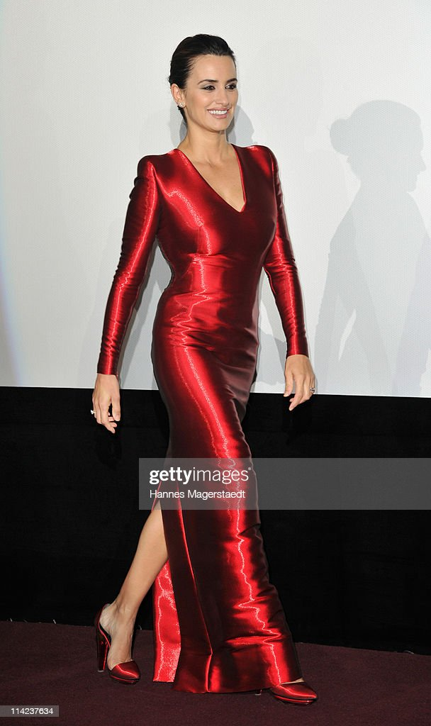 Actress <a gi-track='captionPersonalityLinkClicked' href=/galleries/search?phrase=Penelope+Cruz&family=editorial&specificpeople=171775 ng-click='$event.stopPropagation()'>Penelope Cruz</a> attends the Germany Premiere of 'Pirates Of The Caribbean: On Stranger Tides' at the Mathaeser Filmpalast on May 16, 2011 in Munich, Germany.