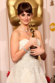 Actress Penelope Cruz poses in the press room with her Best Supporting Actress award for 'Vicky Cristina Barcelona' at the 81st Annual Academy Awards...