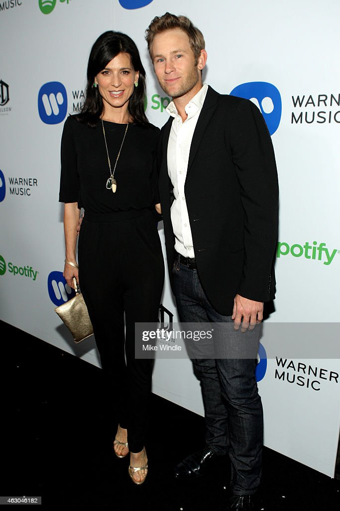 Actress Perrey Reeves (L) and Aaron Fox attend the Warner Music Group annual Grammy celebration at Chateau Marmont on February 8, 2015 in Los Angeles, California.