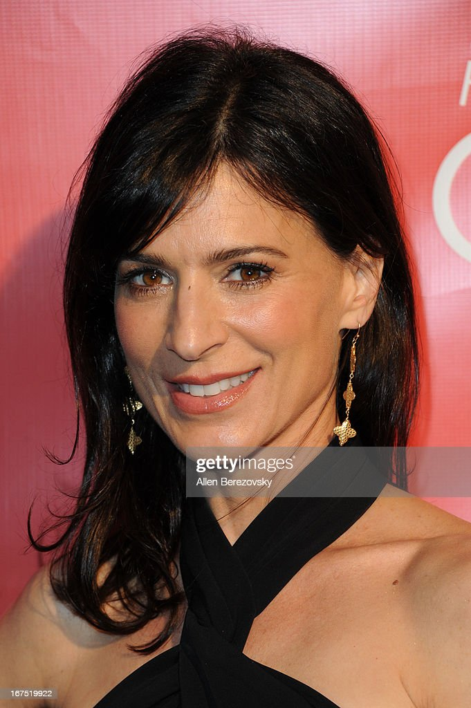 Actress Perrey Reeves arrives at Hilarity For Charity fundraiser benefiting The Alzheimer's Association at Avalon on April 25, 2013 in Hollywood, California.