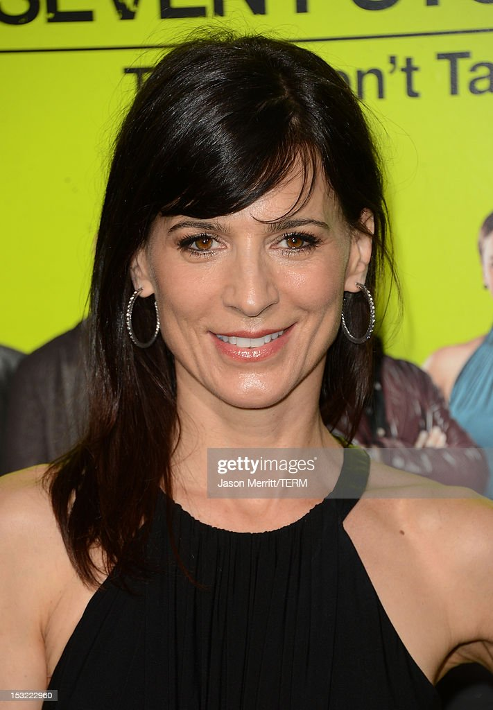Actress <a gi-track='captionPersonalityLinkClicked' href=/galleries/search?phrase=Perrey+Reeves&family=editorial&specificpeople=537738 ng-click='$event.stopPropagation()'>Perrey Reeves</a> arrives at the premiere of CBS Films' 'Seven Psychopaths' at Mann Bruin Theatre on October 1, 2012 in Westwood, California.