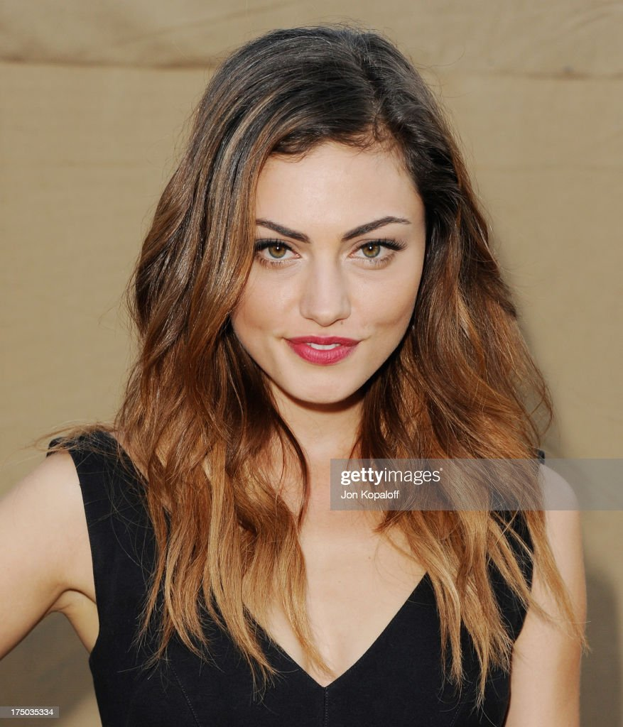 Actress <a gi-track='captionPersonalityLinkClicked' href=/galleries/search?phrase=Phoebe+Tonkin&family=editorial&specificpeople=5338240 ng-click='$event.stopPropagation()'>Phoebe Tonkin</a> arrives at the 2013 Television Critic Association's Summer Press Tour - CBS, The CW, Showtime Party at The Beverly Hilton Hotel on July 29, 2013 in Beverly Hills, California.