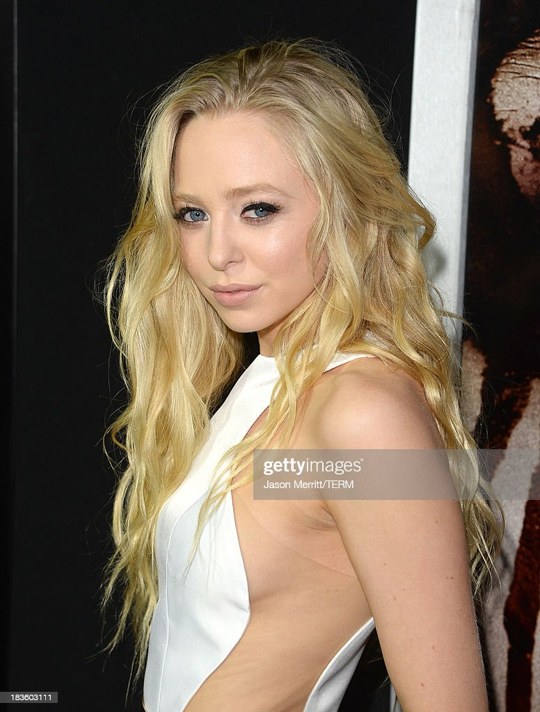 Actress <a gi-track='captionPersonalityLinkClicked' href=/galleries/search?phrase=Portia+Doubleday&family=editorial&specificpeople=5850991 ng-click='$event.stopPropagation()'>Portia Doubleday</a> arrives at the premiere of Metro-Goldwyn-Mayer Pictures & Screen Gems' 'Carrie' at ArcLight Cinemas on October 7, 2013 in Hollywood, California.