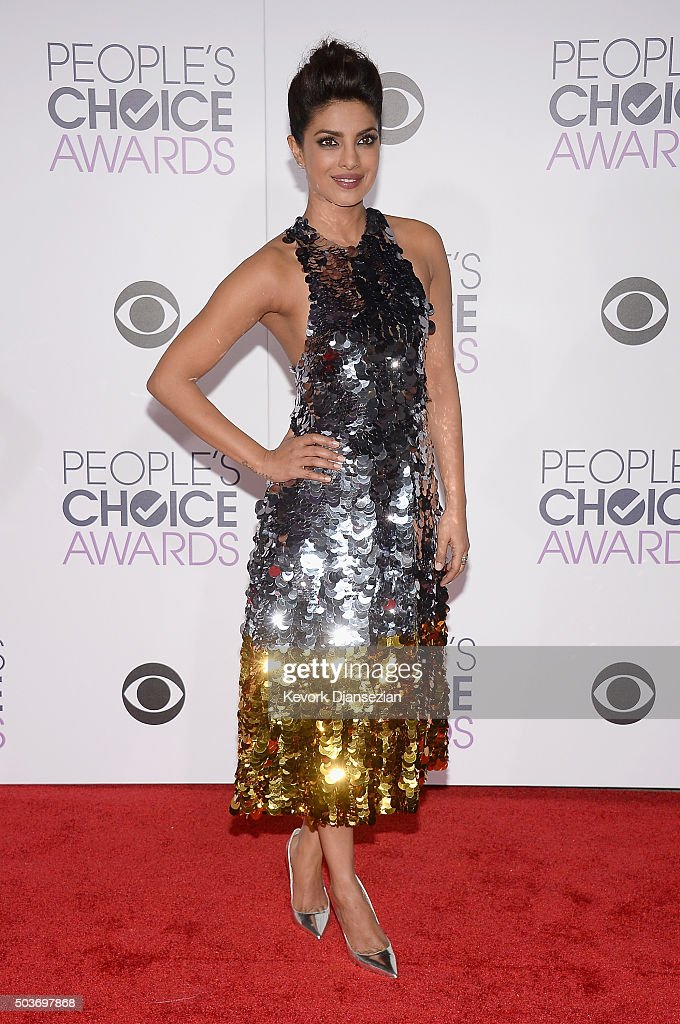 Actress <a gi-track='captionPersonalityLinkClicked' href=/galleries/search?phrase=Priyanka+Chopra&family=editorial&specificpeople=228954 ng-click='$event.stopPropagation()'>Priyanka Chopra</a> attends the People's Choice Awards 2016 at Microsoft Theater on January 6, 2016 in Los Angeles, California.