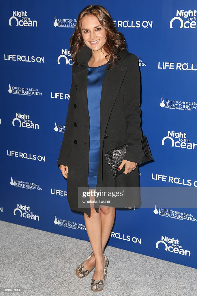Actress Rachael Leigh Cook arrives at the Life Rolls On foundation's 9th annual 'Night by the Ocean' gala at Ritz Carlton Hotel on November 10, 2012 in Marina del Rey, California.