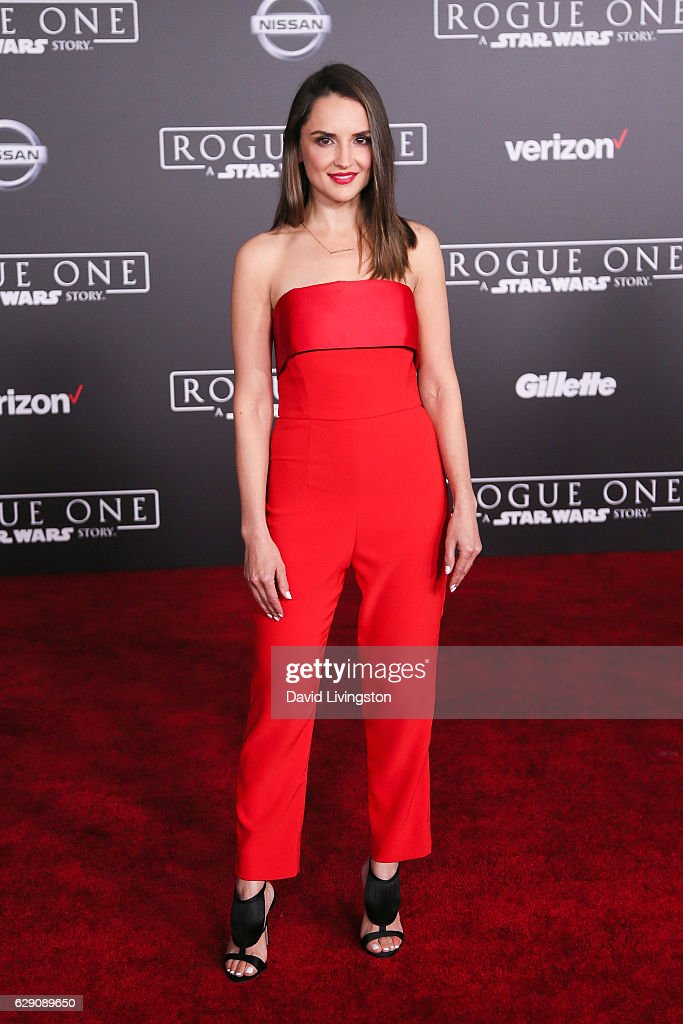 Actress Rachael Leigh Cook arrives at the premiere of Walt Disney Pictures and Lucasfilm's 'Rogue One: A Star Wars Story' at the Pantages Theatre on December 10, 2016 in Hollywood, California.