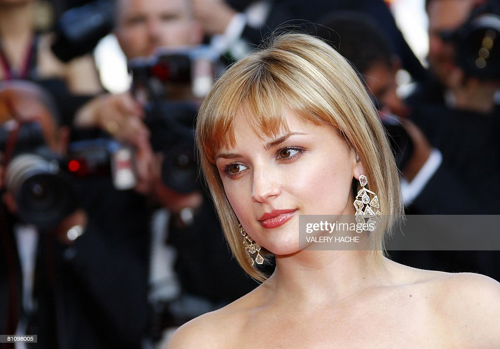 US actress Rachael Leigh Cook poses as she arrives to attend the screening of US directors John Stevenson and Mark Osborne's animated film 'Kung Fu...